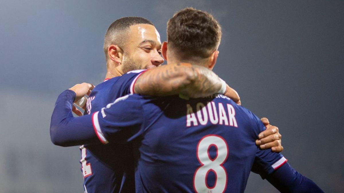 Houssem Aouar #8 of Lyon celebrates with Memphis Depay #11 of Lyon