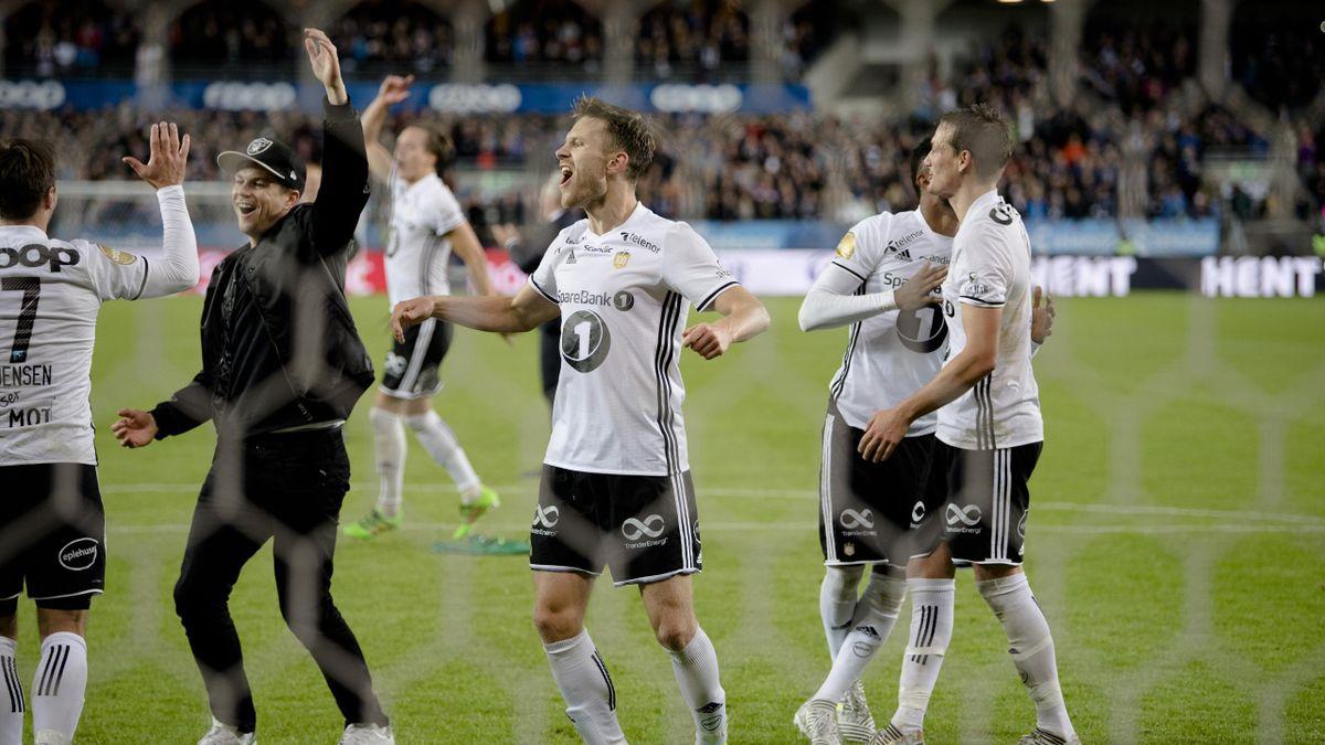Rosenborg jubler etter Europa League play-off (2. kamp) i fotball mellom Rosenborg og Ajax på Lerkendal Stadion. (f.v) Rosenborgs Mike Jensen, Pål André Helland, Matthías Vilhjálmsson, Samuel Adegbenro og Johan Lædre Bjørdal. Rosenborg vant kampen 3-2, sa