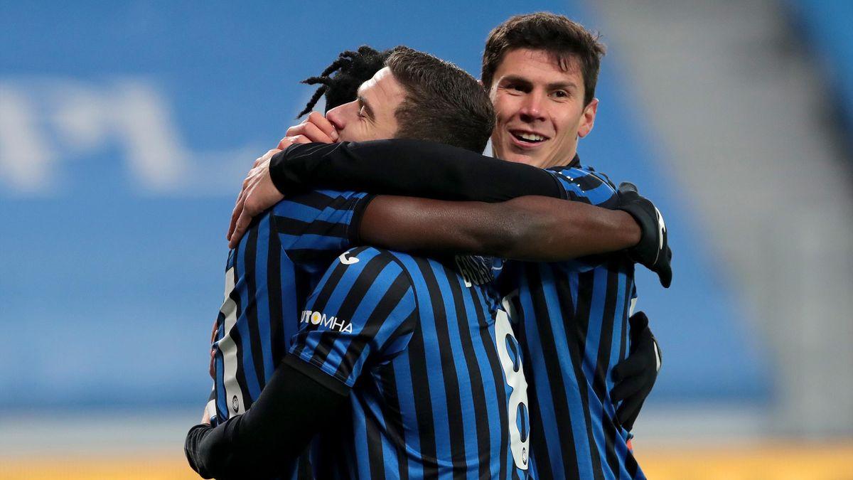 Duvan Zapata abbracciato da Robin Gosens e Matteo Pessina, Atalanta-Parma, Getty Images