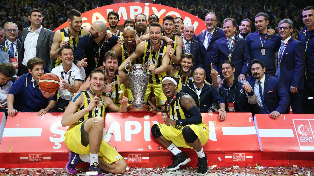 Basketbol Türkiye Kupası'nı, Darüşşafaka Doğuş'u 67-65 mağlup eden Fenerbahçe kazandı