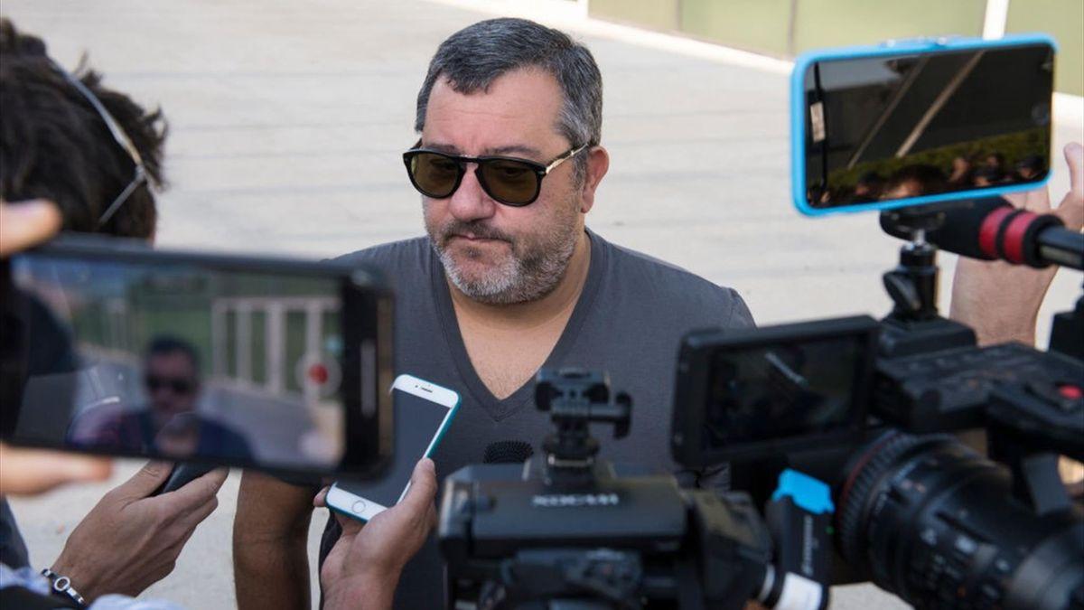 Mino Raiola nella sede della Juventus per la firma di Matthijs de Ligt - Calciomercato 2019 - Getty Images