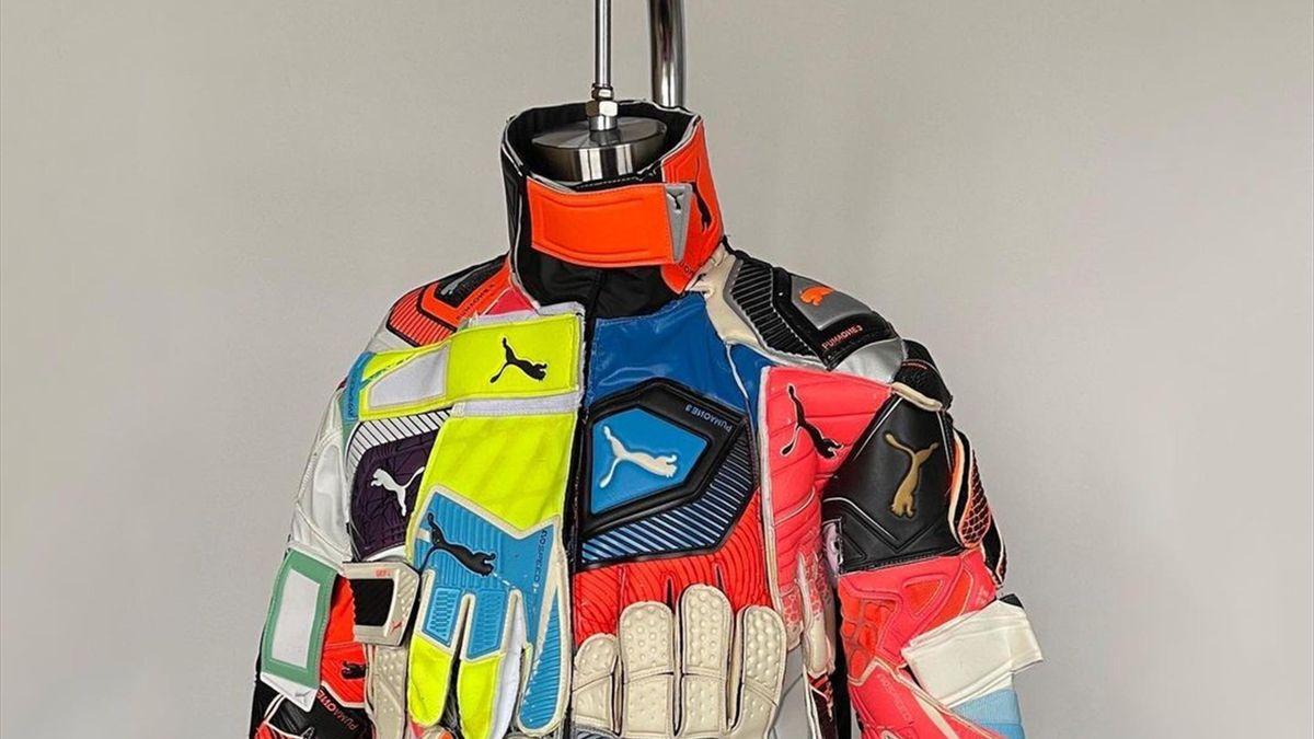 Куртка из вратарских перчаток