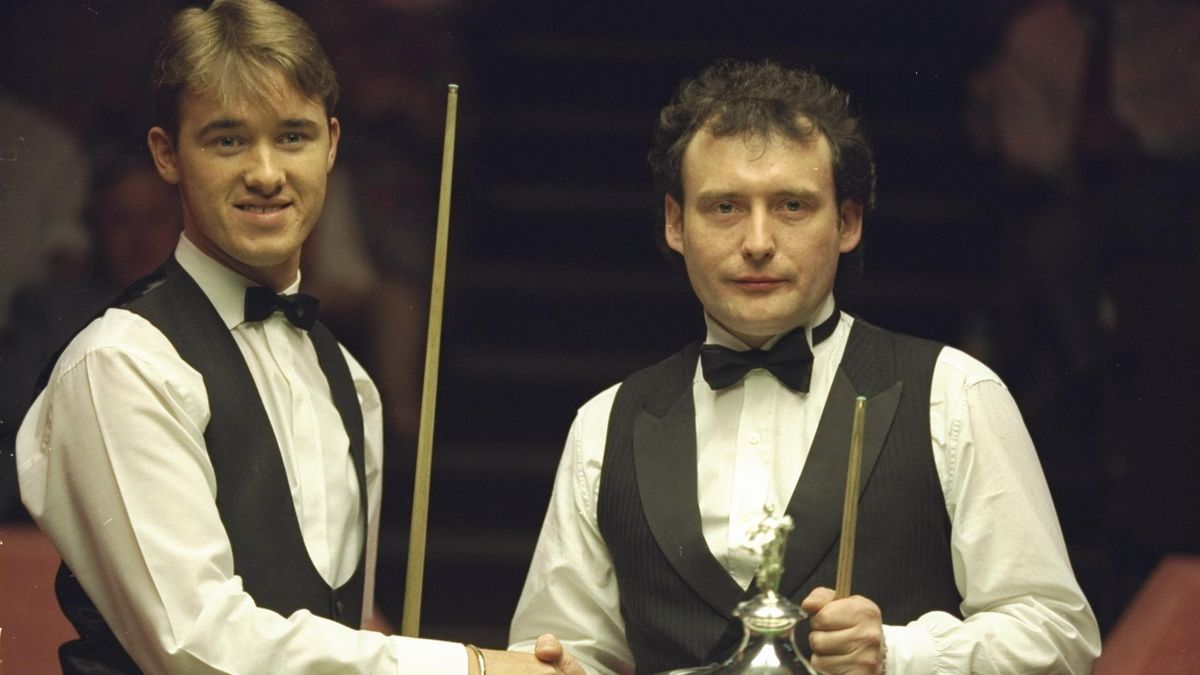 Stephen Hendry (left) of Scotland and Jimmy White (right) of England shake hands