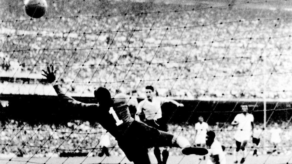 """But de l'Uruguayen Juan """"Pepe"""" Schiaffino contre le Brésil, Coupe du monde 1950, Maracana"""