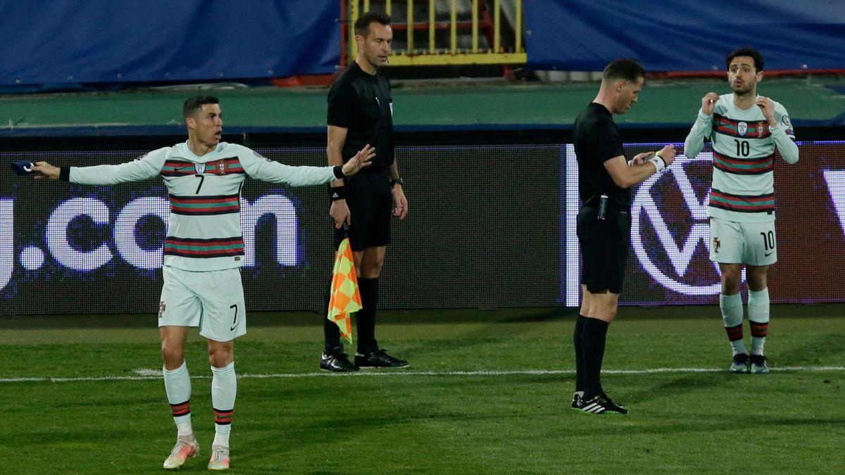 Cristiano Ronaldo (Portugal), Mario Diks, Danny Makkelie y Bernardo Silva