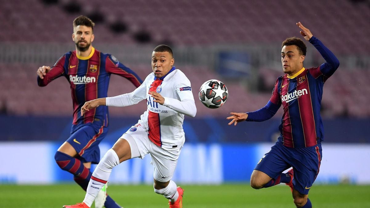 Kylian Mbappe of Paris Saint-Germain and Sergino Dest of FC Barcelona battle for possession during the UEFA Champions League Round of 16 match between FC Barcelona and Paris Saint-Germain at Camp Nou on February 16, 2021 in Barcelona, Spain.