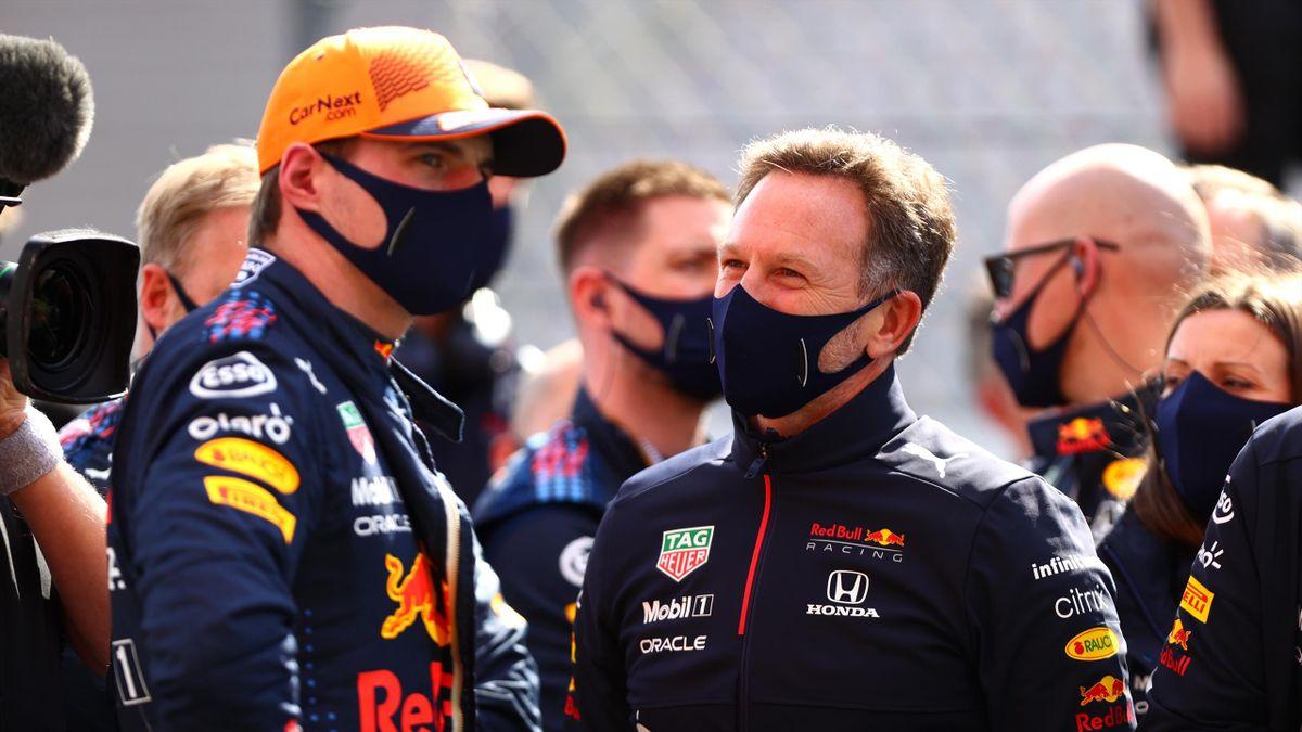 Max Verstappen (l.) zusammen mit Red-Bull-Teamchef Christian Horner
