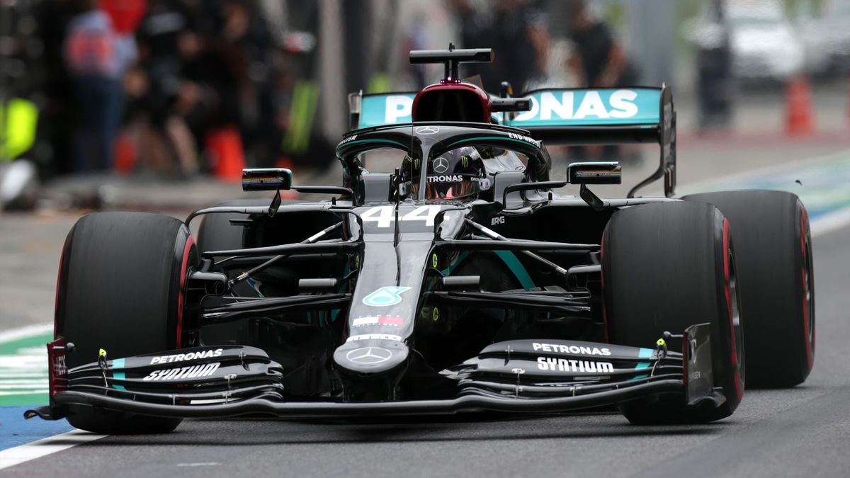 Lewis Hamilton im schwarzen Mercedes beim Training in Spielberg