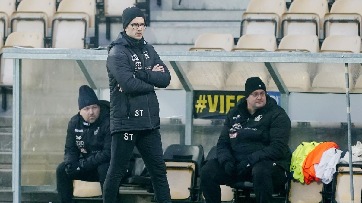 Sindre Tjelmeland fra da han var Åsane-trener