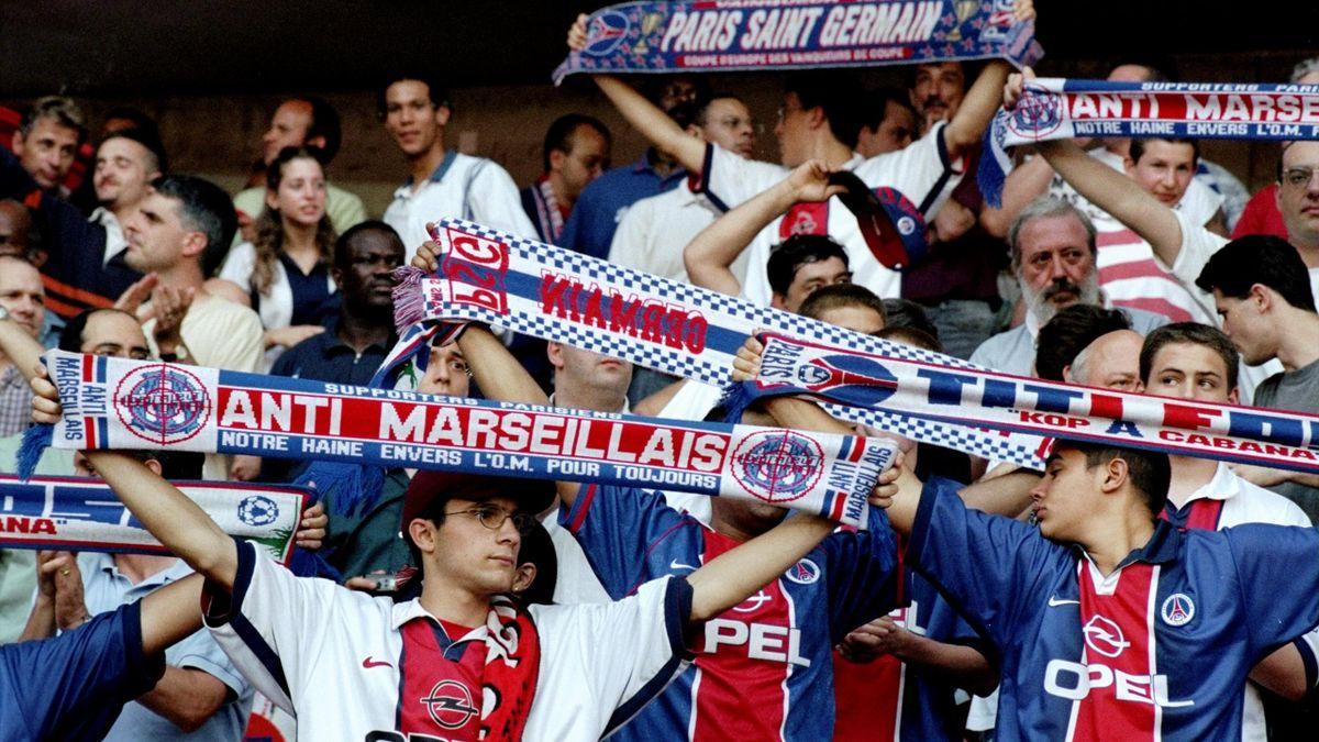 Des supporters du PSG au Parc des Princes, le soir du PSG-Bordeaux du 29 mai 1999
