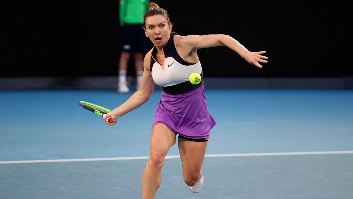 Romania's Simona Halep hits a return against Poland's Iga Swiatek during their women's singles match on day seven of the Australian Open tennis tournament in Melbourne on February 14, 2021. (Photo by David Gray / AFP) / -- IMAGE RESTRICTED TO EDITORIAL US