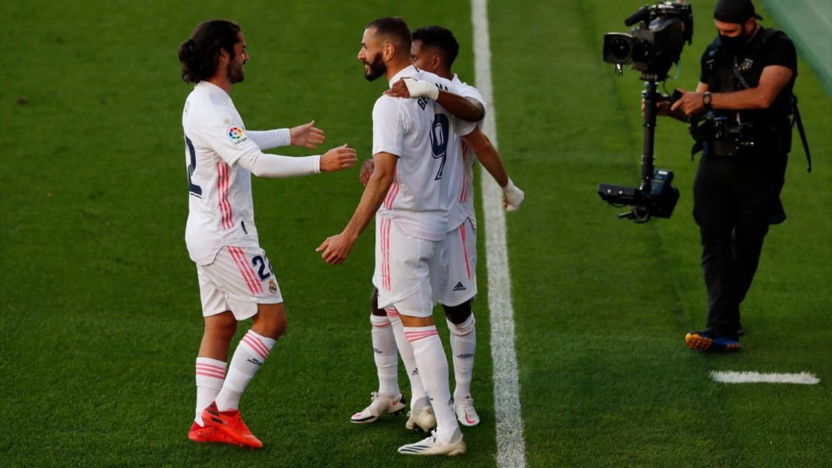 Karim Benzema of Real Madrid celebrates scores his team's second goal with his team during the La Liga Santander match between Levante UD and Real Madrid at Estadio de la Ceramica on October 04, 2020