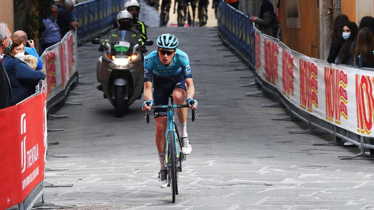 Aleksandr Vlasov nel finale della tappa di Montalcino - Giro d'Italia 2021