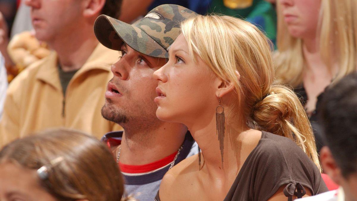 Энрике Иглесисас и Анна Курникова на матче НБА «Даллас» – «Майами»