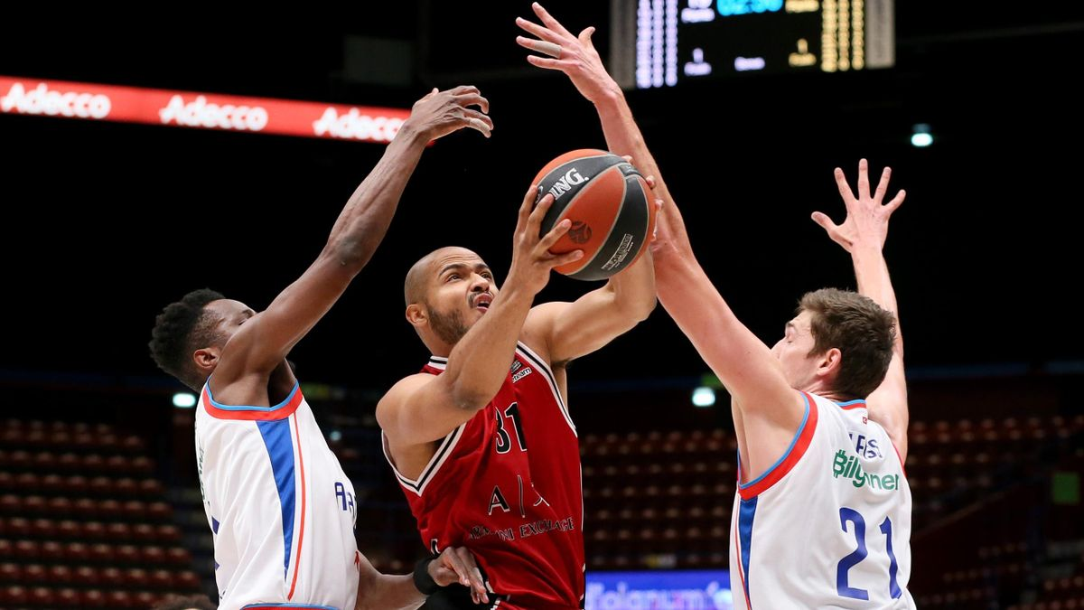 Shavon Shields, #31 of AX Armani Exchange Milan in action during the 2020/2021 Turkish Airlines EuroLeague Regular Season Round 34 match between AX Armani Exchange Milan and Anadolu Efes Istanbul at Mediolanum Forum on April 09, 2021 in Milan, Italy