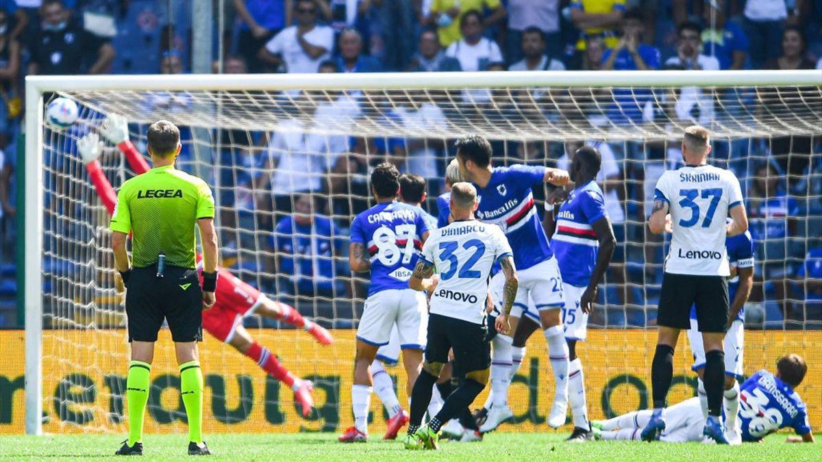 """La punizione nel """"sette"""" di Federico Dimarco in Sampdoria-Inter"""