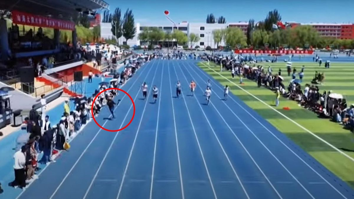 Cameraman outruns sprinters at university race in China - Screenshot: YouTube/TRT World Now