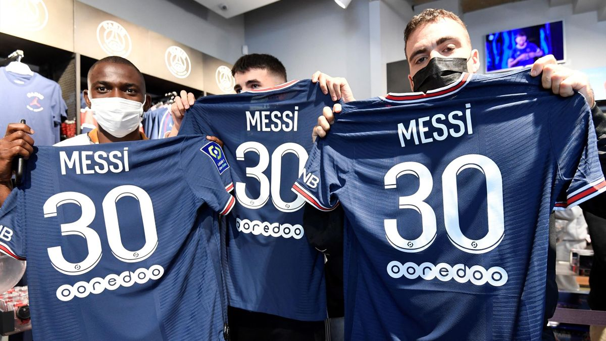 PSG fans and Leo Messi's shirt