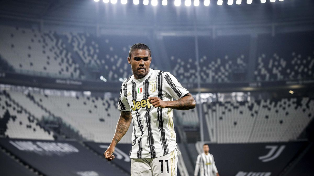 Douglas Costa of Juventus in action during the Serie A match between Juventus and UC Sampdoria at Allianz Stadium on September 20, 2020 in Turin, Italy