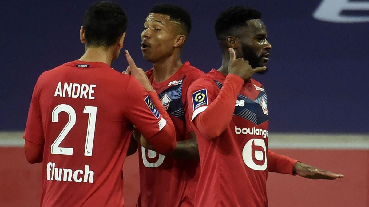 Lille's French forward Jonathan Bamba (C) celebrates