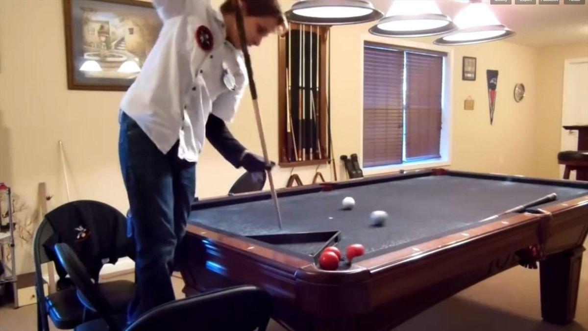 Niño de 14 años haciendo trucos de billar (VIDEO)