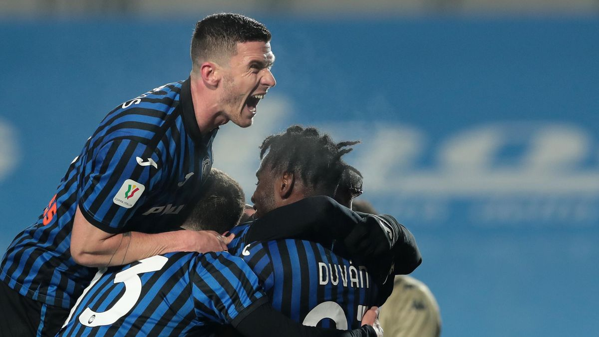 Robin Gosens und Atalanta Bergamo bejubeln den Sieg gegen Napoli