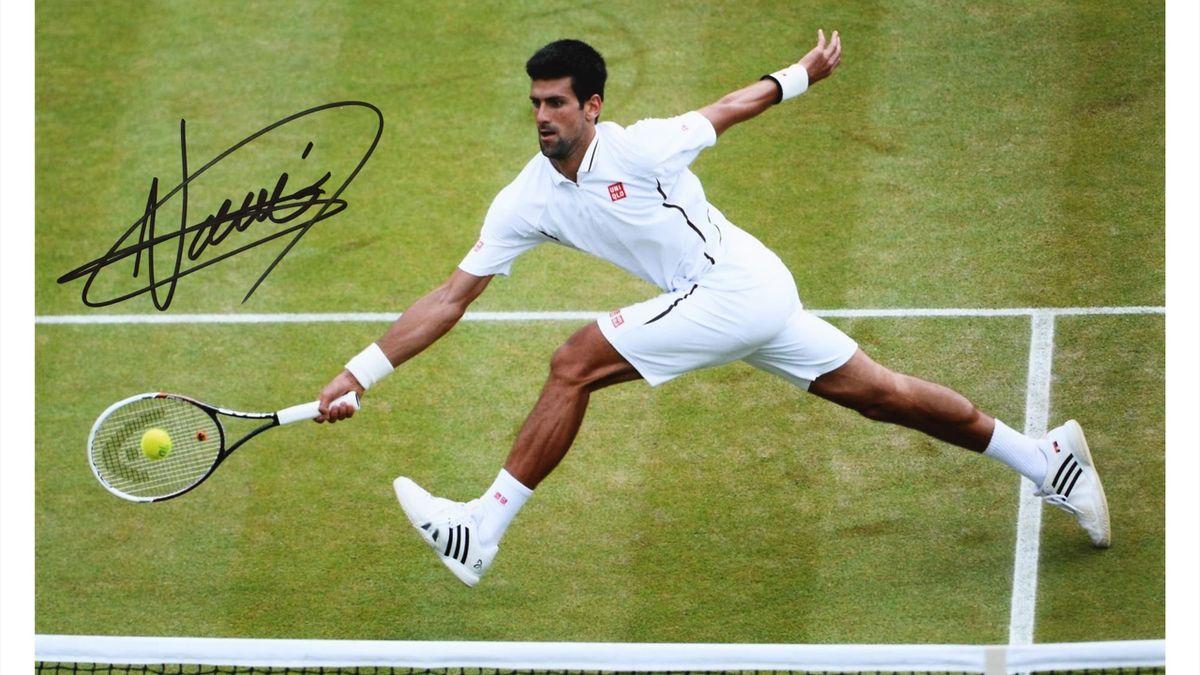 Un autograf al lui Novak Djokovic poate fi cumpărat în București cu 200 de euro. Sursa foto: Artmark