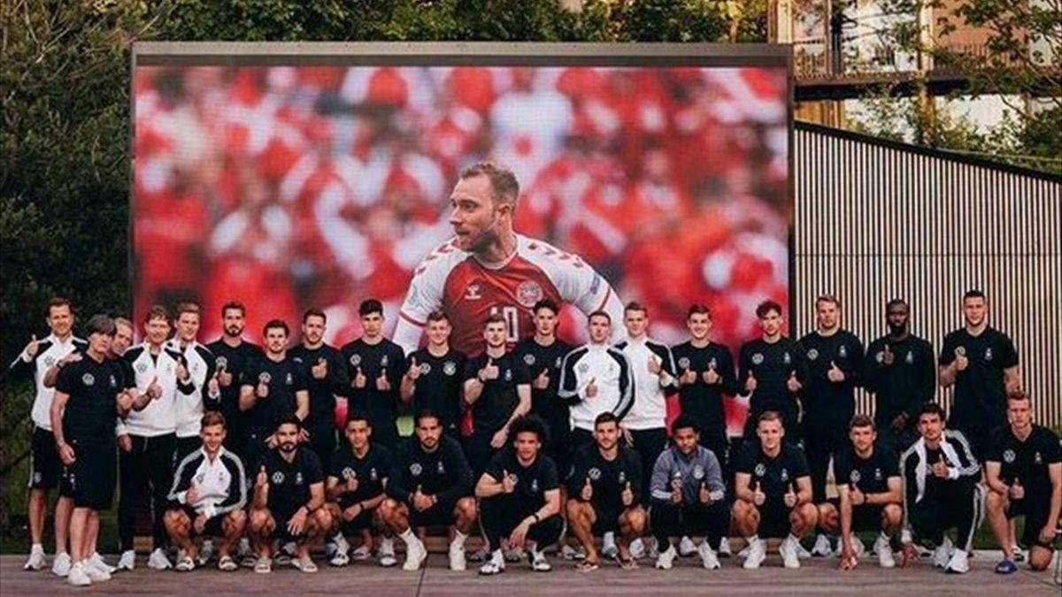 Die deutsche Nationalmannschaft vor einem Bild von Christian Eriksen // Quelle: instagram.com/dfb_team