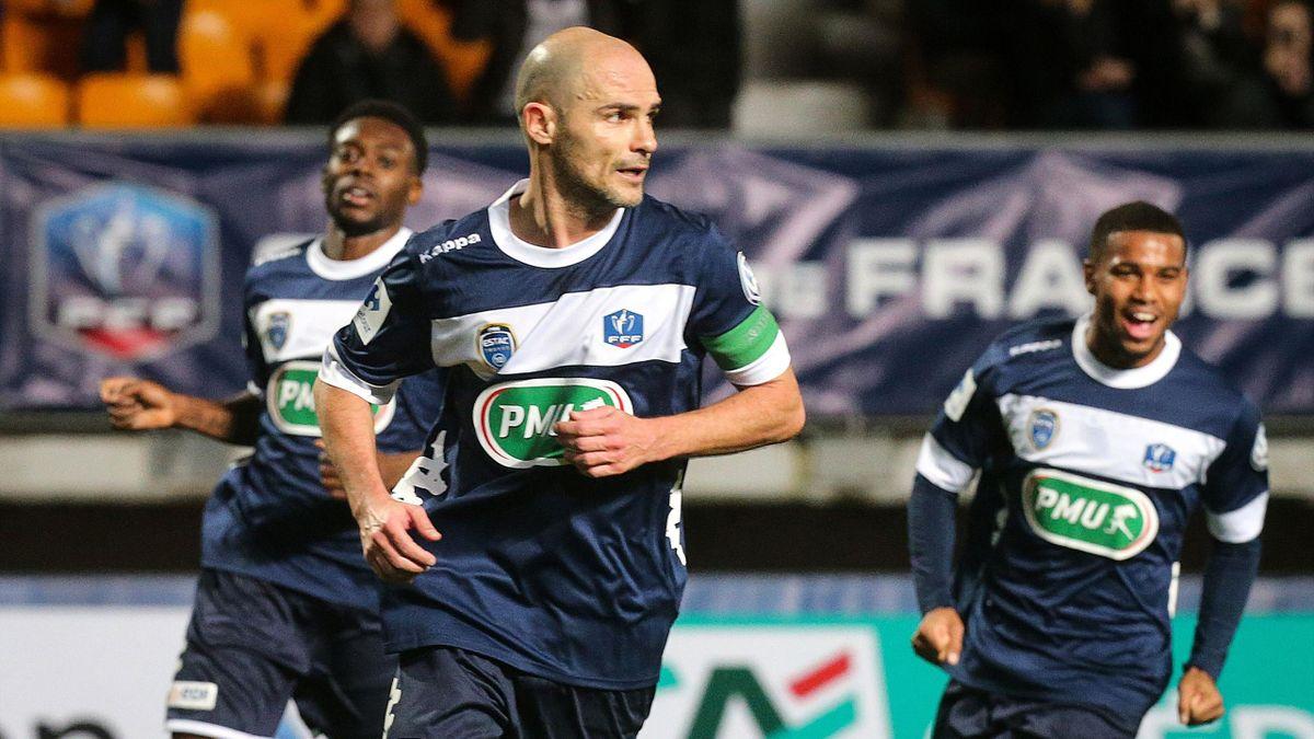 Nivet, au centre, a ouvert le score sur penalty contre Saint-Etienne en Coupe de France.