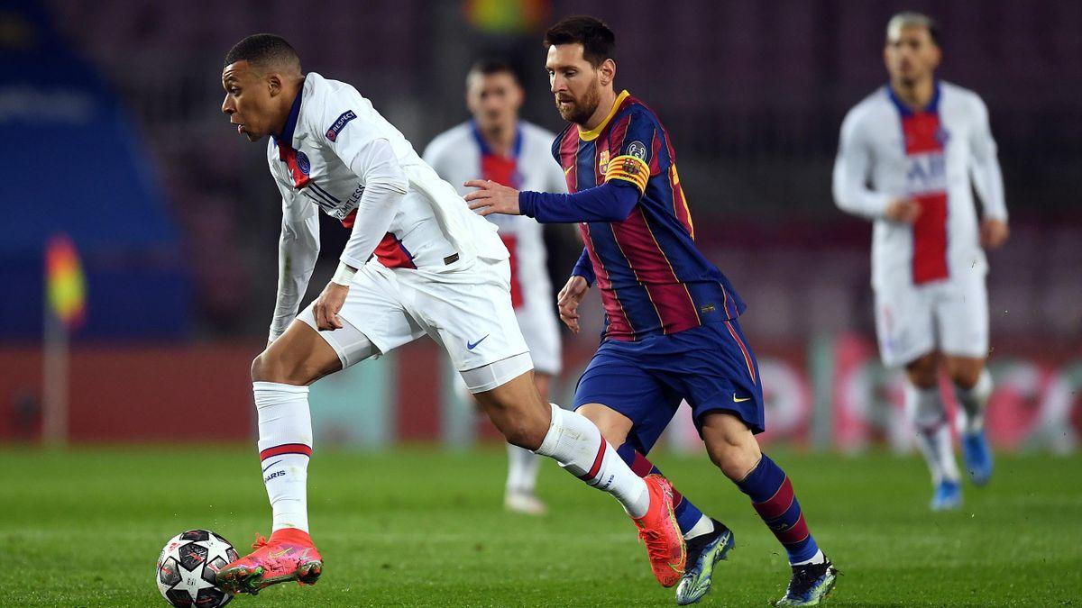 Kylian Mbappé (links) im Zweikampf mit Lionel Messi