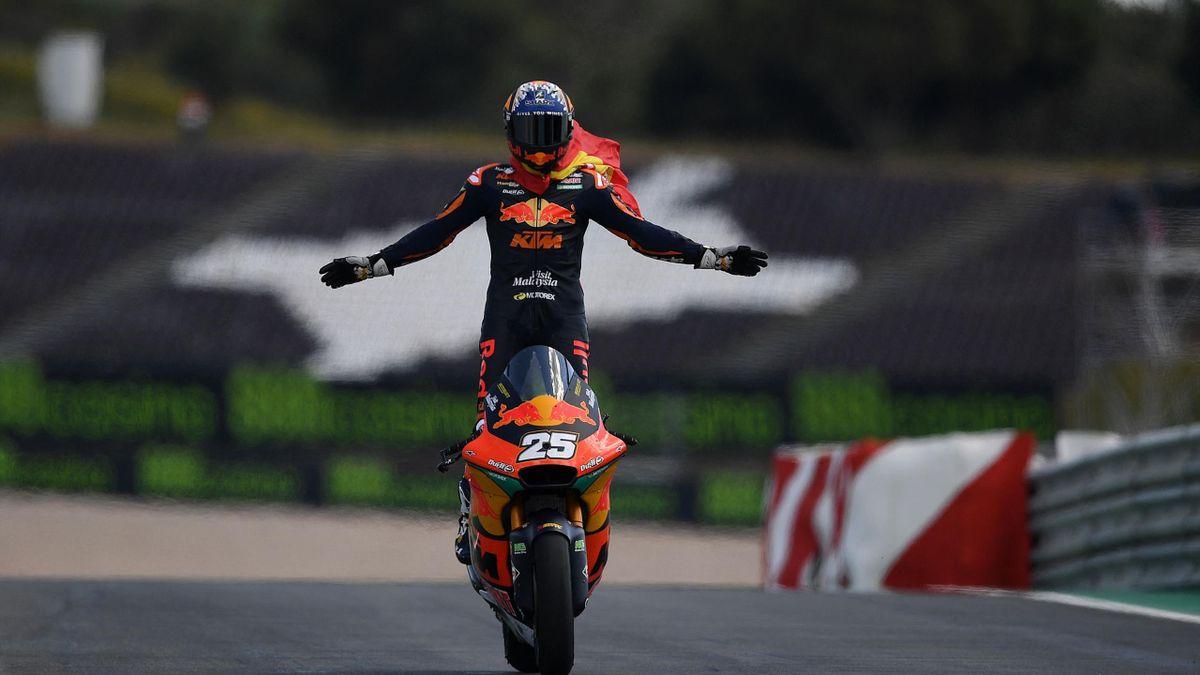 TT Assen   Rookie Raul Fernandez blijft Gardner voor in Moto2 race, Bendsneyder vijftiende