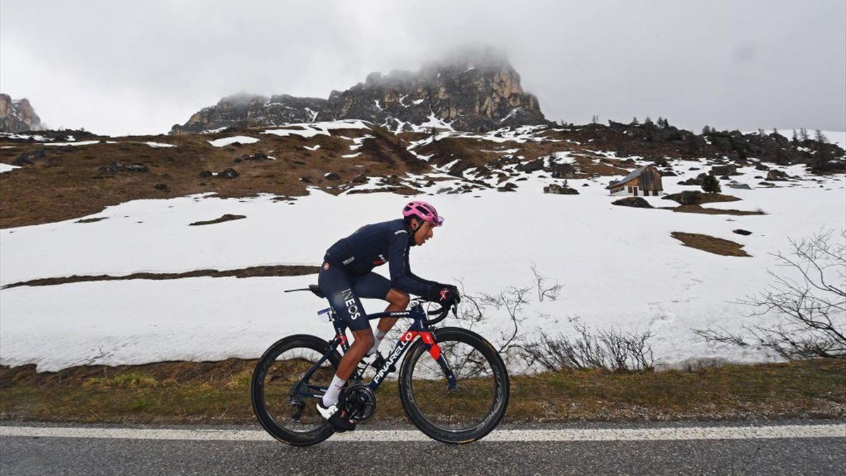 Bernal scatta in solitaria sul Giau - Giro d'Italia