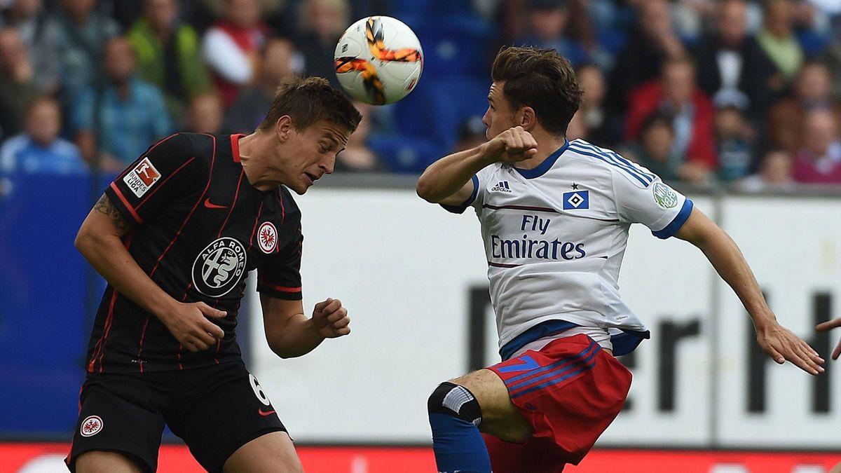 Nikolai Müller (HSV) and Bastian Oczipka (Eintracht Frankfurt)