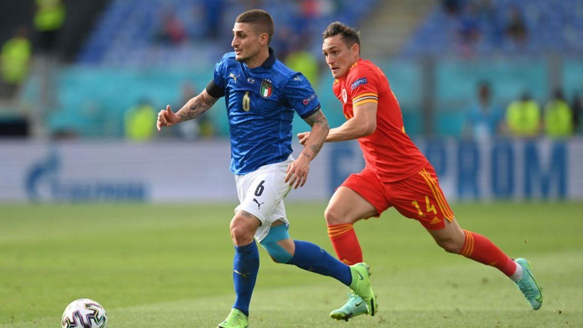 Marco Verratti inseguito da Connor Roberts - Italia-Galles Euro 2020