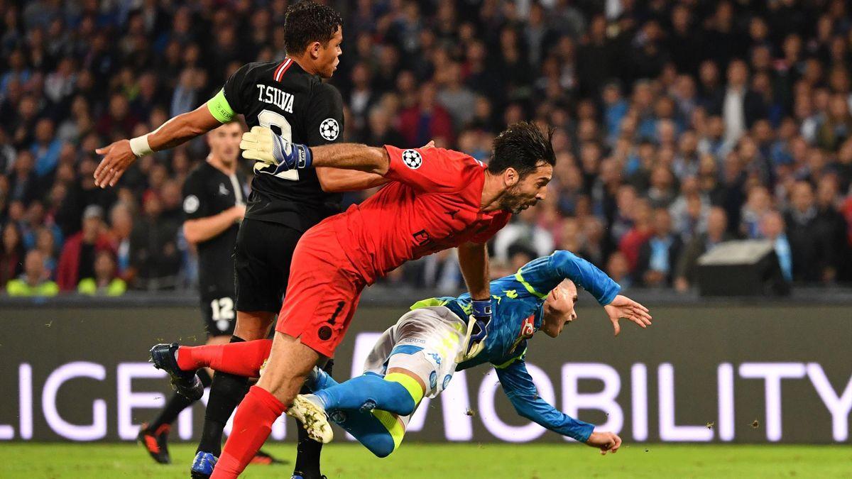 Thiago Silva et Gianluigi Buffon font tomber Jose Callejon, Napoli-PSG