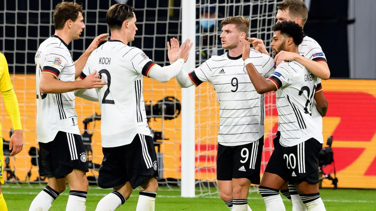 Timo Werner (mitte) schiept Deutschland zum Sieg gegen die Ukraine