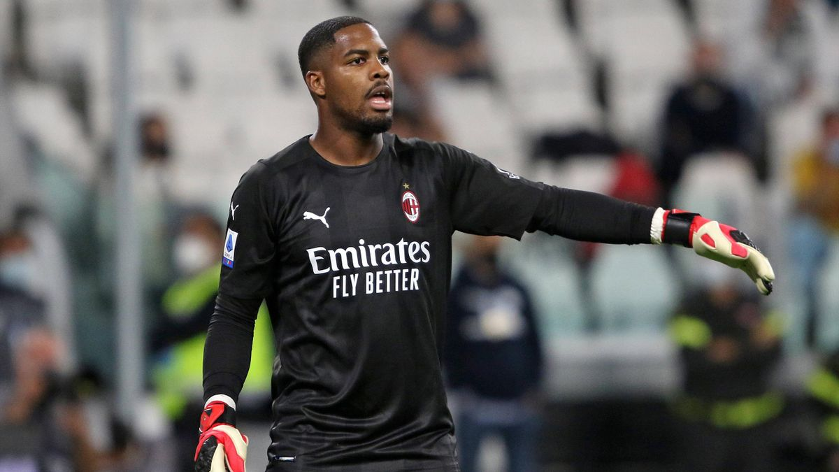 Maignan in azione durante Juventus-Milan - Serie A 2021/2022
