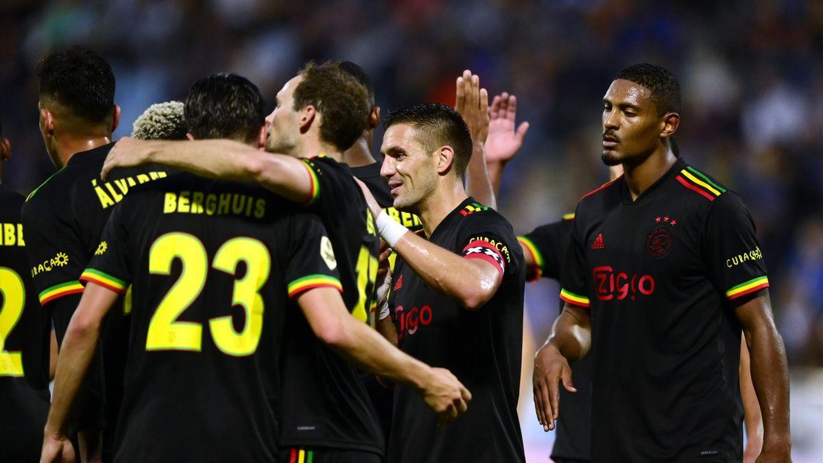 Ajax Amsterdam musste ihr Ausweichtrikot abändern