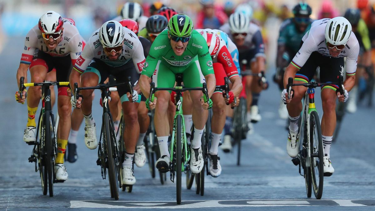 Der Sprint um den Sieg in Paris mit Peter Sagan und Sam Bennett