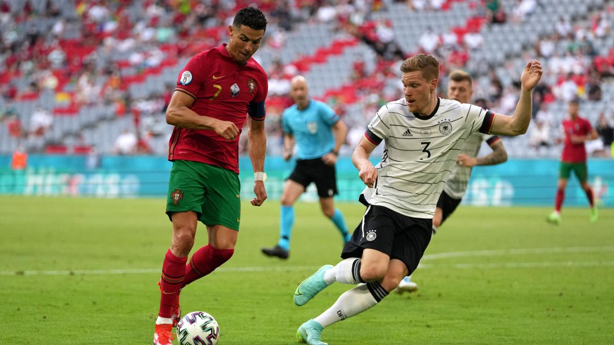 Cristiano Ronaldoîn duel cu Marcel Halstenberg (Portugalia-Germania)
