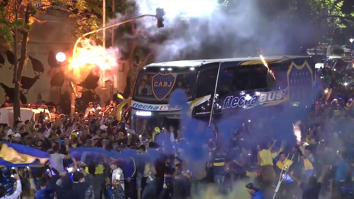 Crazy atmosphere as Boca bus leaves Buenos Aires