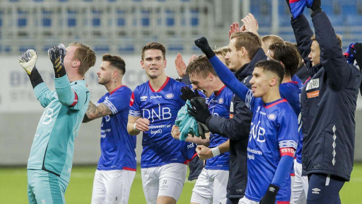 Vålerenga jubler etter seieren over Rosenborg i fjor.