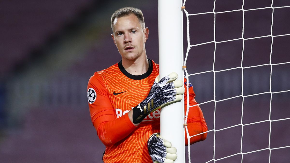 Marc Andre Ter Stegen of FC Barcelona looks on