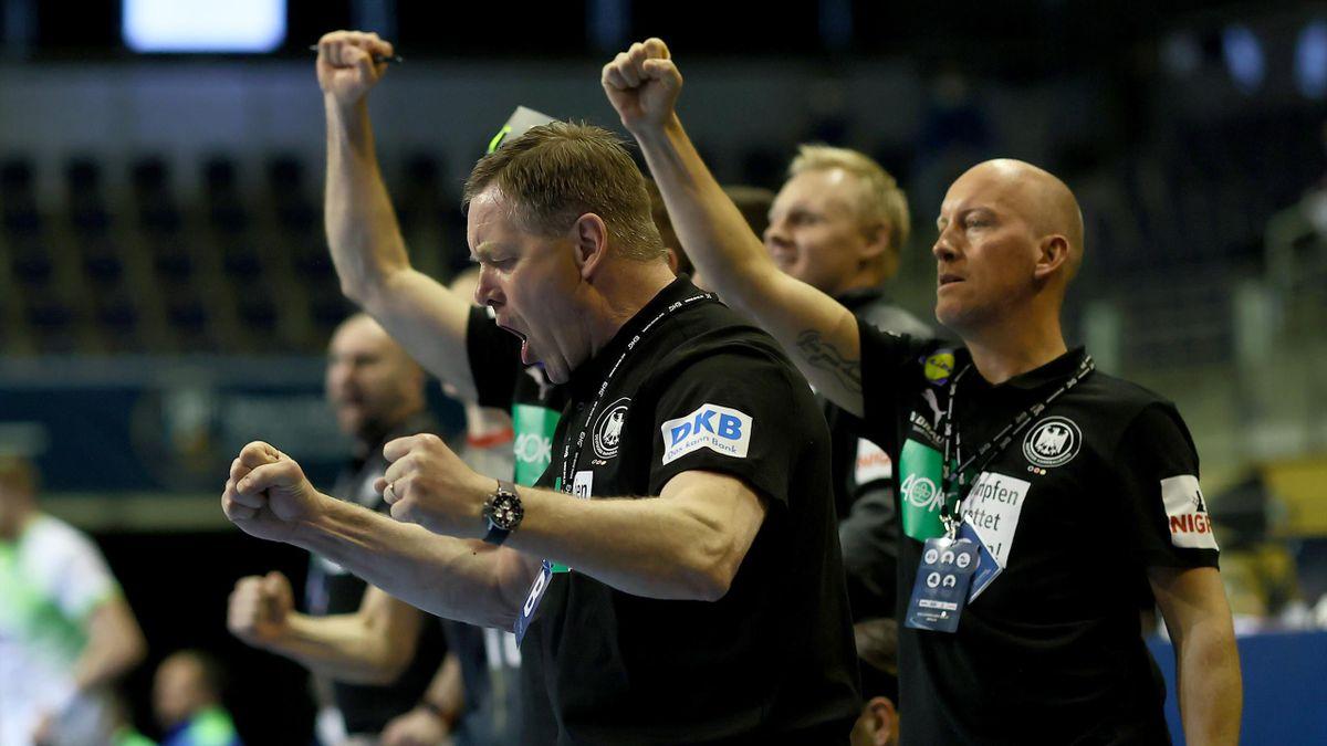 Handball-Bundestrainer Alfred Gislason feiert