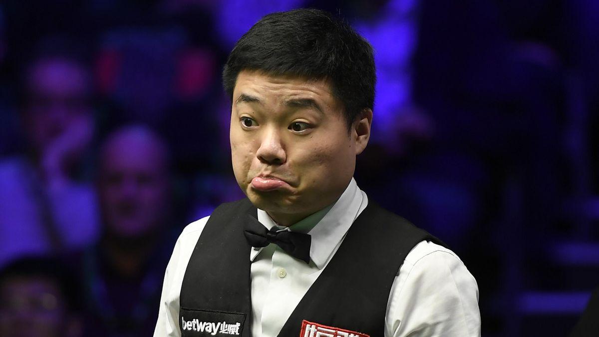 Ding Junhui a câștigat în acest sezon UK Championship, după 10-6 în finală cu Stephen Maguire
