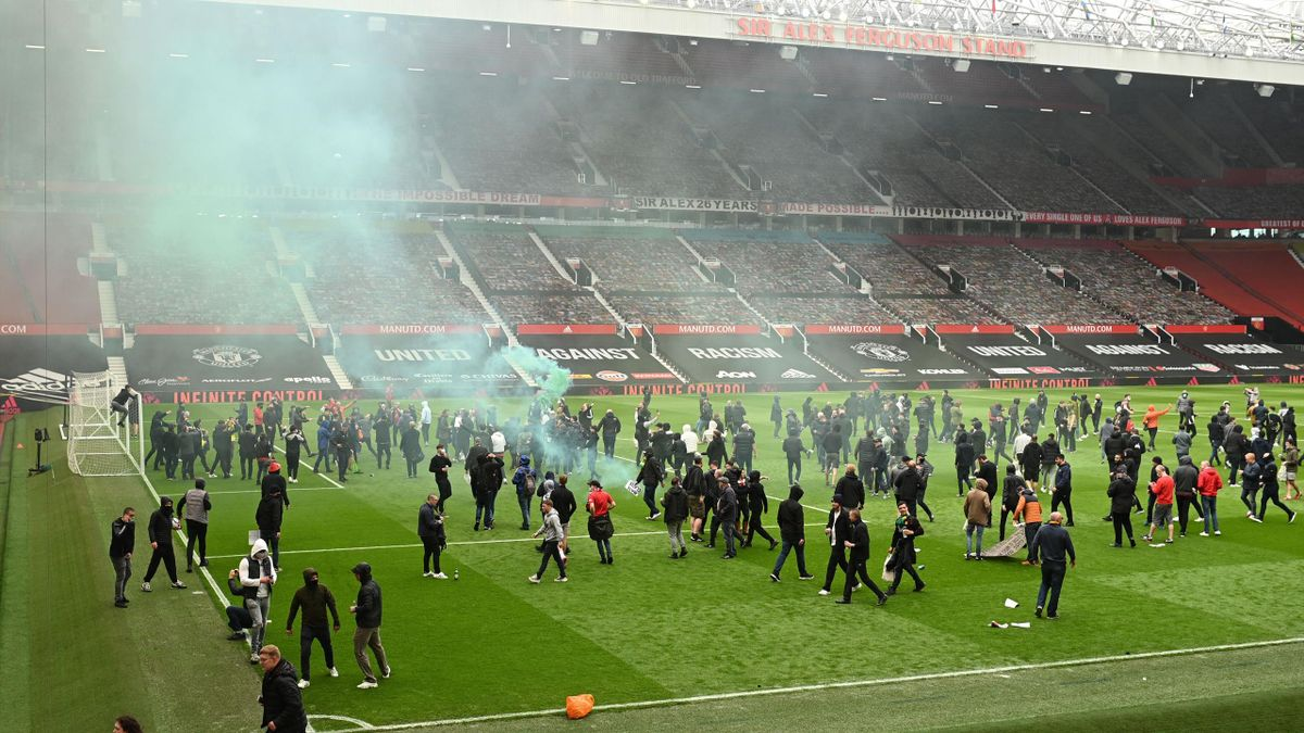 Supporters protest against Manchester United's owners,