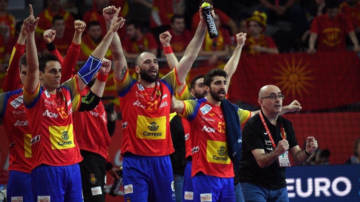 Los Hispanos del balonmano celebran un gol