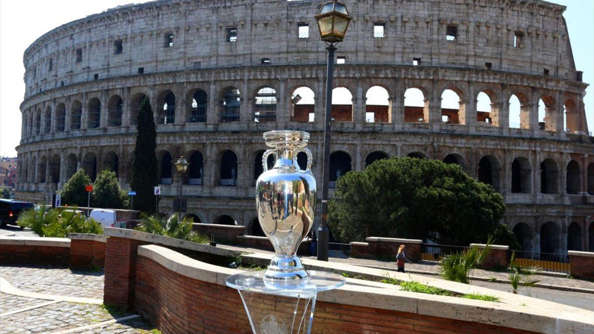 El trofeo de la Eurocopa en Roma antes del inicio de la Euro 2020