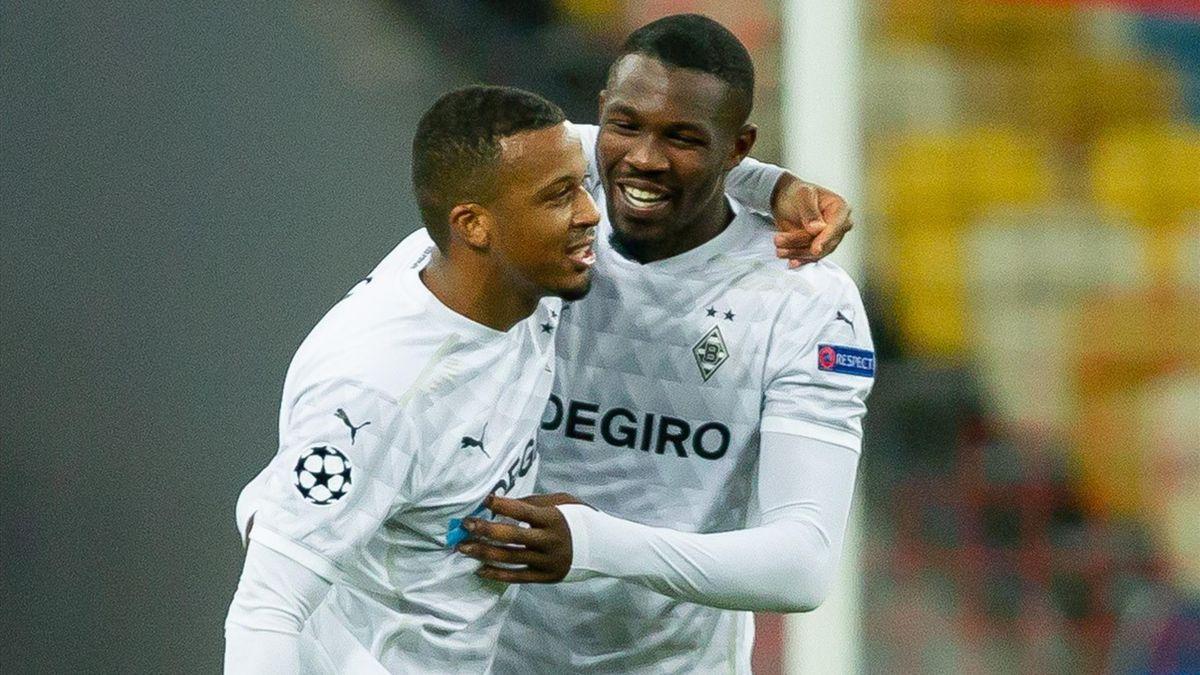 Alassane Plea (L) celebrates scoring for Borussia Monchengladbach
