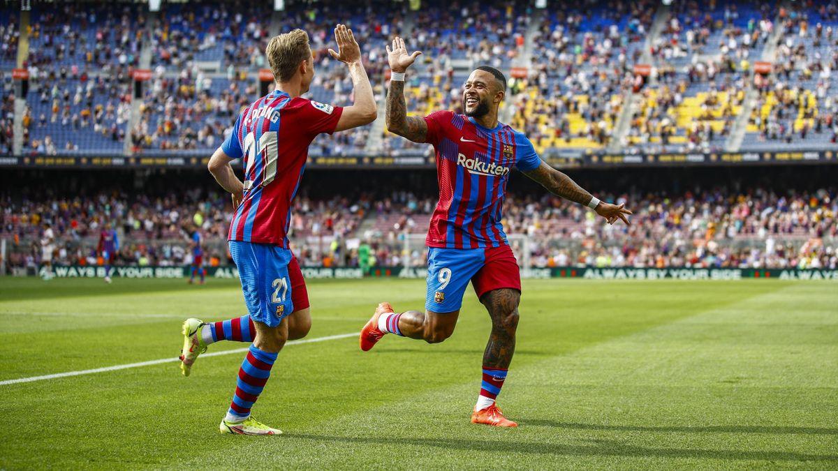 Depay celebrates his goal